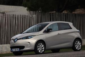 Heeft elektrisch rijden de toekomst? Het heden heeft elektrorijden in elk geval niet, al is de Renault Zoe hard op weg de Nissan Leaf in te halen als populairste e-auto.
