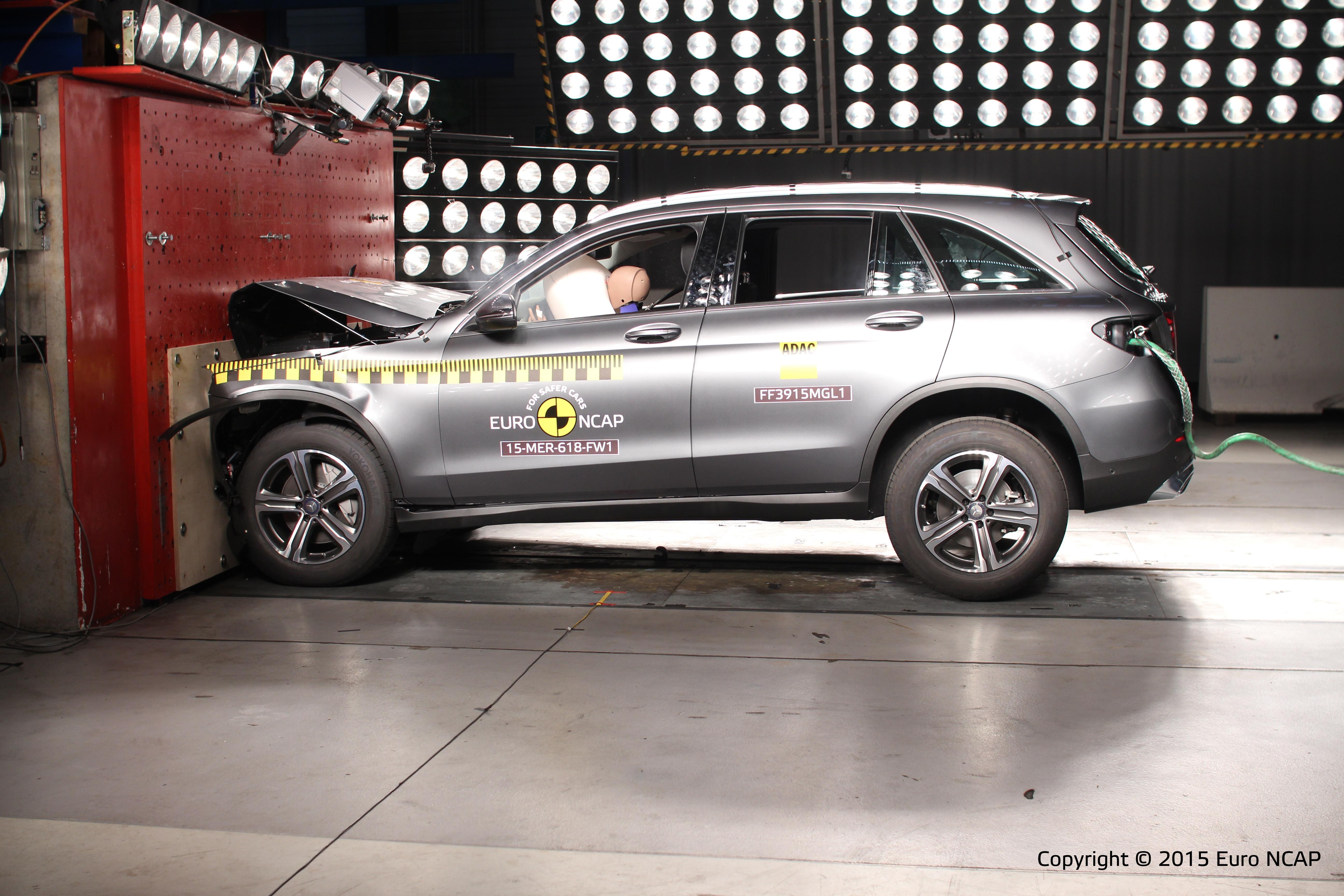Nadruk op actieve veiligheid bij euro ncap terecht amt for Mercedes benz genuine polar white touch up paint code 149