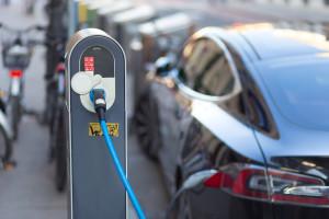 Verkoop elektrische auto's stevig in de lift