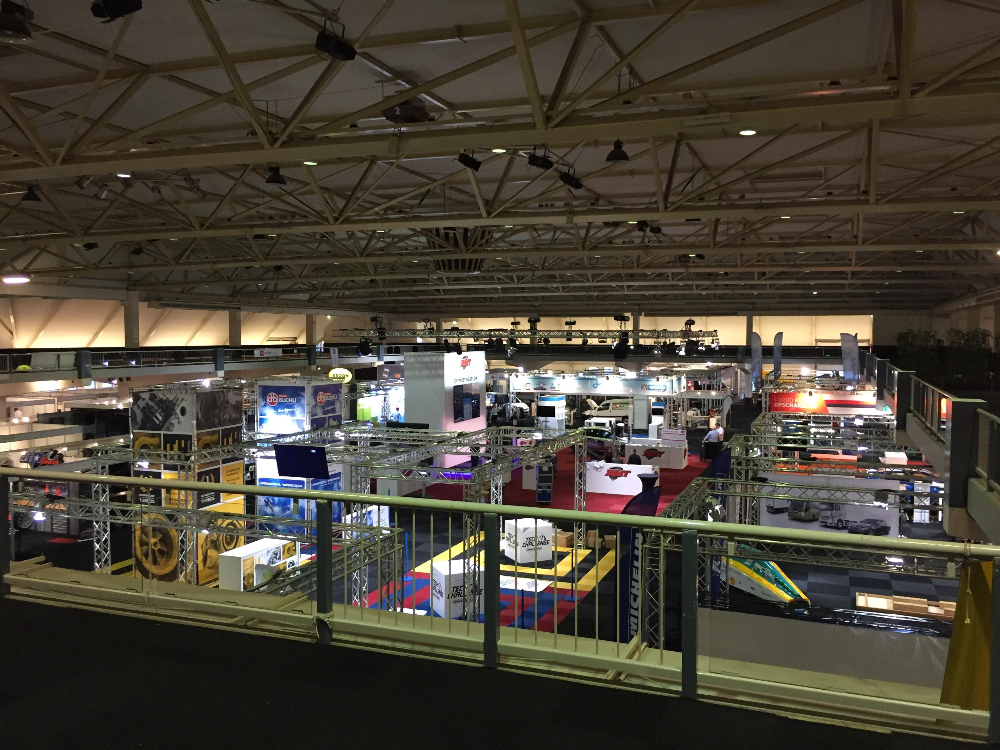 Een overzicht van de vele stands in Autotron Rosmalen
