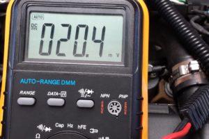 Ampères meten op de volt-stand?