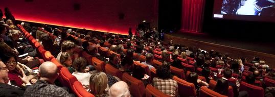 De (besloten) première van De Autovakmannen vindt plaatst in de grootste bioscoopzaal van Nederland bij Cinemec Ede.