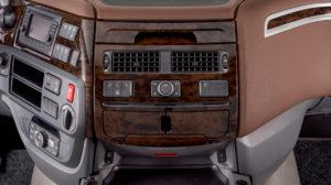 DAF introduceert de nieuwe generatie CF en XF trucks. Vernieuwingen aan de motoren, nieuwe aandrijflijnen en aerodynamische optimalisaties zorgen voor een tot 7% lager brandstofverbruik. Een efficiëntere turbocompressor, een nieuw EGR-systeem en een nieuw ontwerp van de klepbediening helpen daarbij, net als nieuwe zuigers, verstuivers en inspuitstrategieën en koel-, stuur- en oliepompen met variabel toerental.