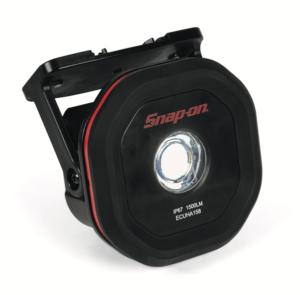 Snap-on Tools introduceert een innovatieve en multifunctionele werklamp. Met de draadloze 1500 Lumen werklamp ECUHA158EU heeft de monteur onder, op, in en naast de auto perfect licht, precies op de plaats waar hij het nodig heeft, zegt Snap-on.