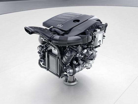 Komt de viercilinder M264 in een hybride S-klasse? Ook hier aan inlaatzijde Camtronic. Zoals bij alle nieuwe motoren zit alles dicht tegen de motor gemonteerd, tegen warmteverliezen en voor betere uitlaatgasreiniging.