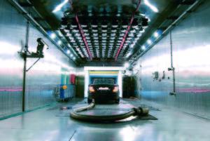 Testlaboratoria moeten regelmatig gecontroleerd worden op hun uitrusting en kennis, in nieuwe EU keuringsregels. In eigen huis testen voor typekeurcertificaten mogen autofabrikanten niet meer.