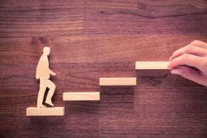 Middels coaching niet alleen zelf, maar iedereen een stapje hoger.