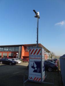 Hekken met overklimbeveiliging en actieve camera's die 'live' zijn verbonden met een alarmcentrale zijn effectieve preventiemaatregelen. BouWatch is een bekende aanbieder van camerabeveiliging.