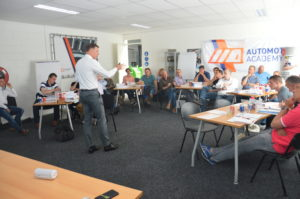 Dag vijf van Grip op de autobedrijf; Marketingtraining