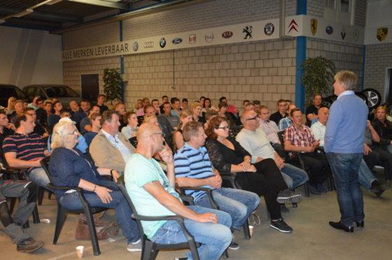 Extra sessie Gastvrijheid door Milo Berlijn: leerzaam én leuk avondje voor ondernemers én medewerkers in het autobedrijf van Jilis van Mourik in Geldermalsen.