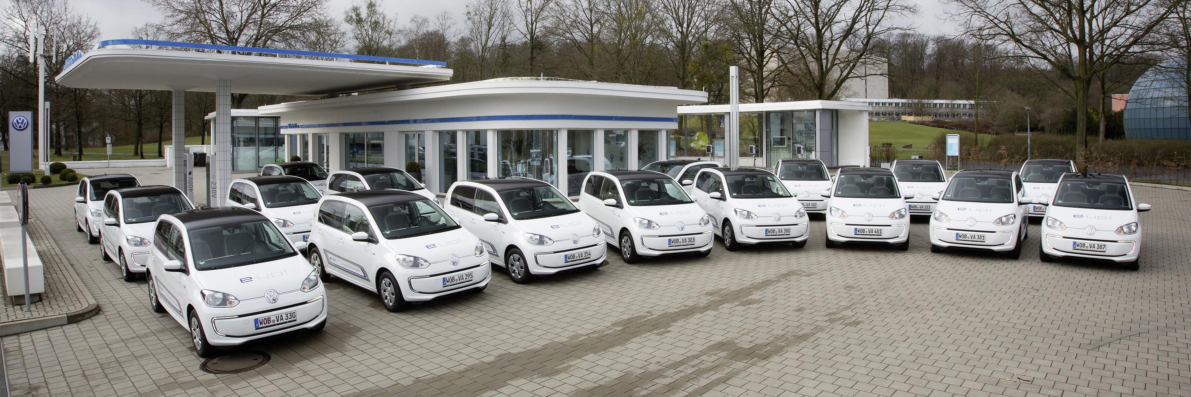 Ziet de toekomstige leenautovloot er zo uit? Bij Van den Udenhout kunnen klanten een proefrit van een dag maken, of drie dagen een elektrische auto huren voor €100,-.