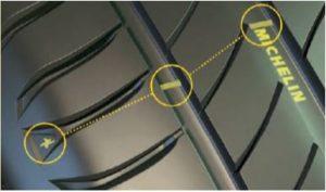 Het slijtageniveau van de nieuwe Michelin Primacy 4 band is duidelijk afleesbaar