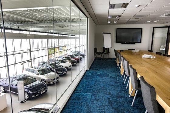 Een paar ruimtes op de eerste verdieping zijn te gebruiken voor bedrijfspresentaties, overleg en als kantoorruimte voor de flexwerkers van andere vestigingen.