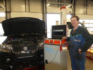 Erwin Enneman is werkzaam als diagnosetechnicus bij Harry Nijboer, een universeel autobedrijf met Suzuki-dealerschap. Hij stelt dagelijks diagnose aan de lastigste storingen en deelt zijn kennis en ervaringen op het AMT Garageforum als AMT Topmonteur.