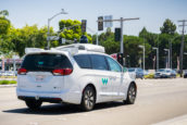 'Autofabrikanten moeten fuseren tegen Google'