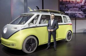 Afgelopen najaar op de Los Angeles Auto Show zei Volkswagen dat van de I.D. Buzz een productieversie komt. Nu volgt dat Nvidia moet helpen gebaarbesturing, gezichtsherkenning en autonome rijfuncties in te bouwen.