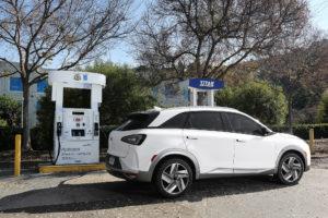 Vorig jaar als FE Concept, nu definitief als Nexo, de nieuwe waterstofauto van Hyundai. Met 135 kW motorvermogen, 95 kW brandstofcellen, 800 km NEDC-actieradius en stem- en gebaarbediening.